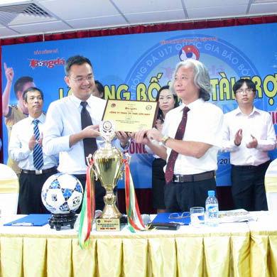 Thái Sơn Nam năm thứ ba liên tiếp tài trợ chính giải bóng đá LT17 QG Báo Bóng đá